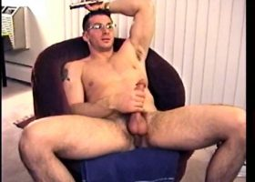 Straight Boy Gianni Gets Handjob